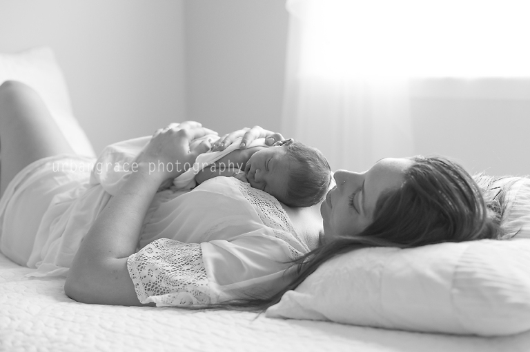 best atlanta newborn photogrpaher newborn with mom